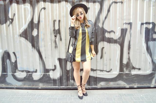 ChicAdicta-Chic-Adicta-trendy-girl-look-de-otono-blog-de-moda-fashion-blogger-bolso-Helena-Pepe-moll-outfit-bailarinas-con-tiras-90s-style-PiensaenChic-Piensa-en-Chic