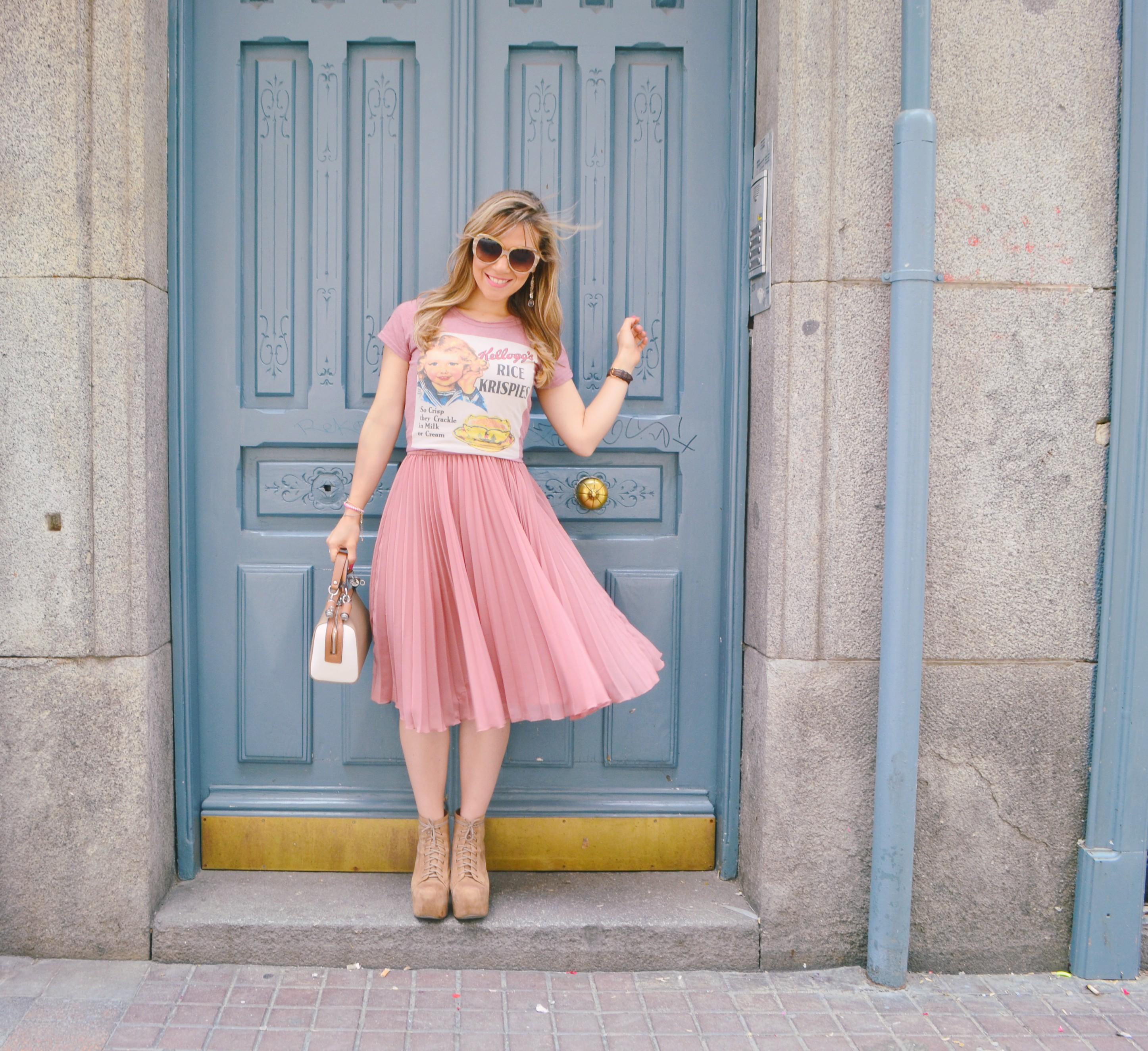 Rose-Quartz-look-ChicAdicta-Chic-Adicta-outfit-con-falda-plisada-rosa-cuarzo-style-bolsos-PepeMoll-jeffreycampbellshoes-PiensaenChic-Piensa-en-Chic