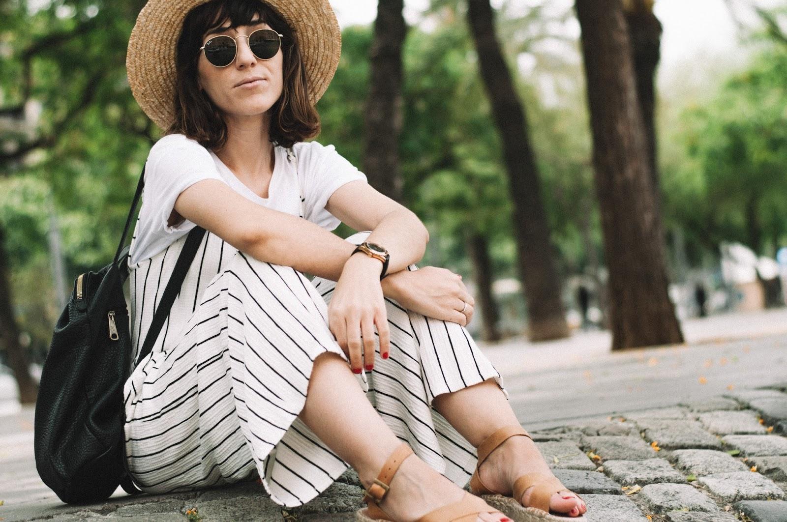 tee_jumpsuit_bershka_polka_shoes_sandals_lack_of_color_pepe_moll_bag_-6