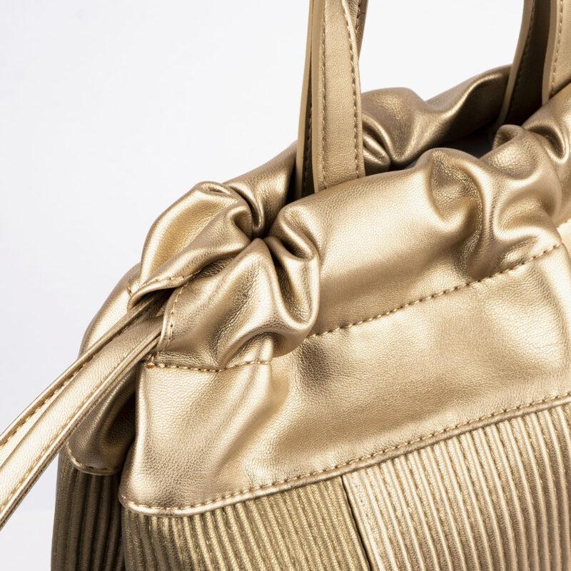 44119 bolso de mochila dorado pepemoll detalle