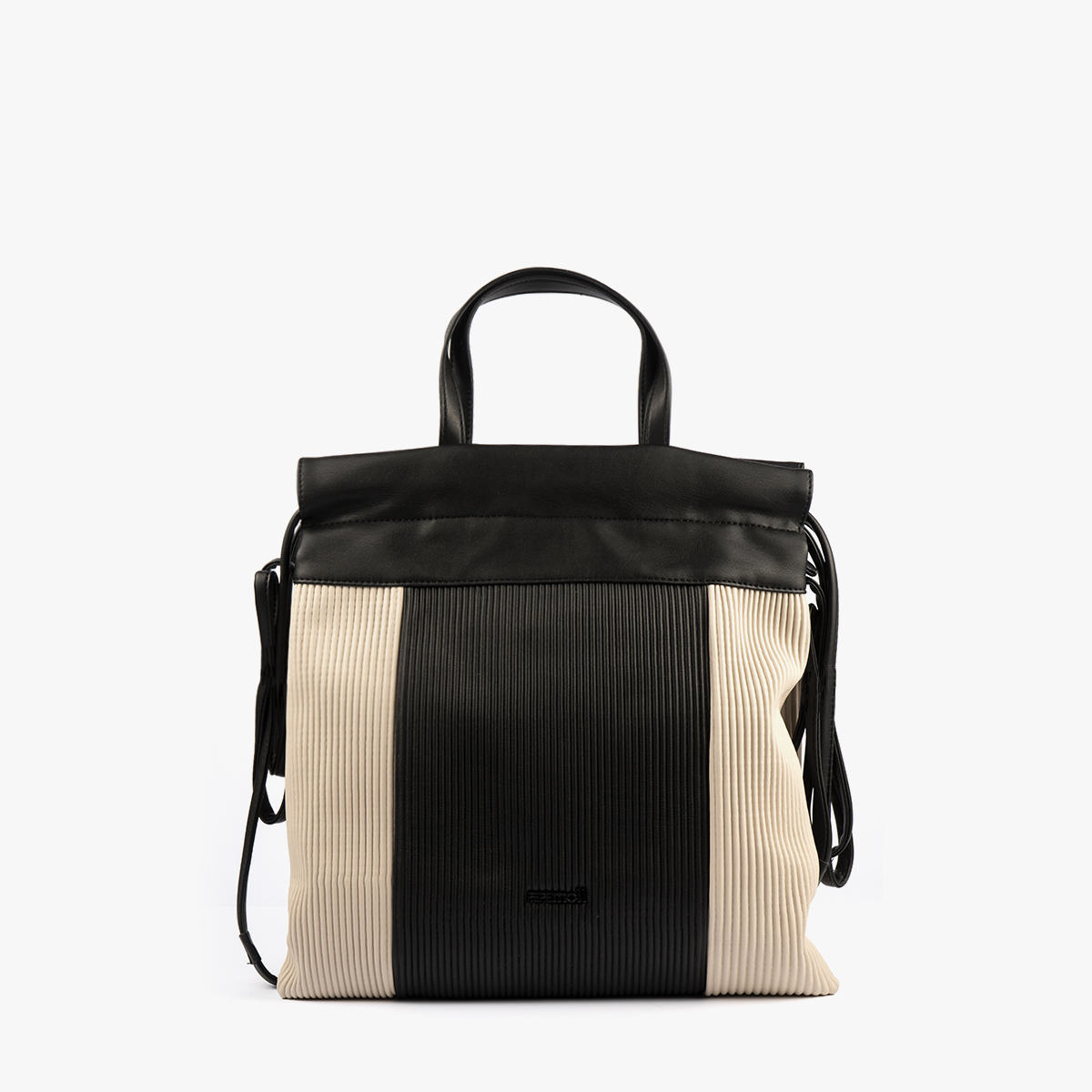 44120 bolso de mochila dorado/negro pepemoll frontal (1)
