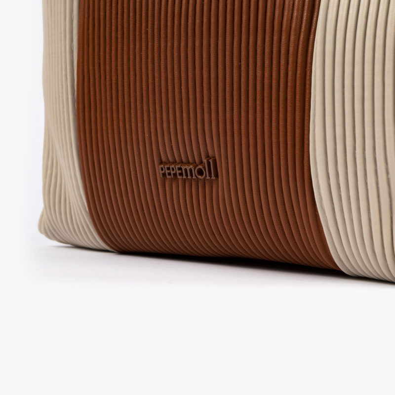 44121 bolso bandolera camel/beige pepemoll detalle