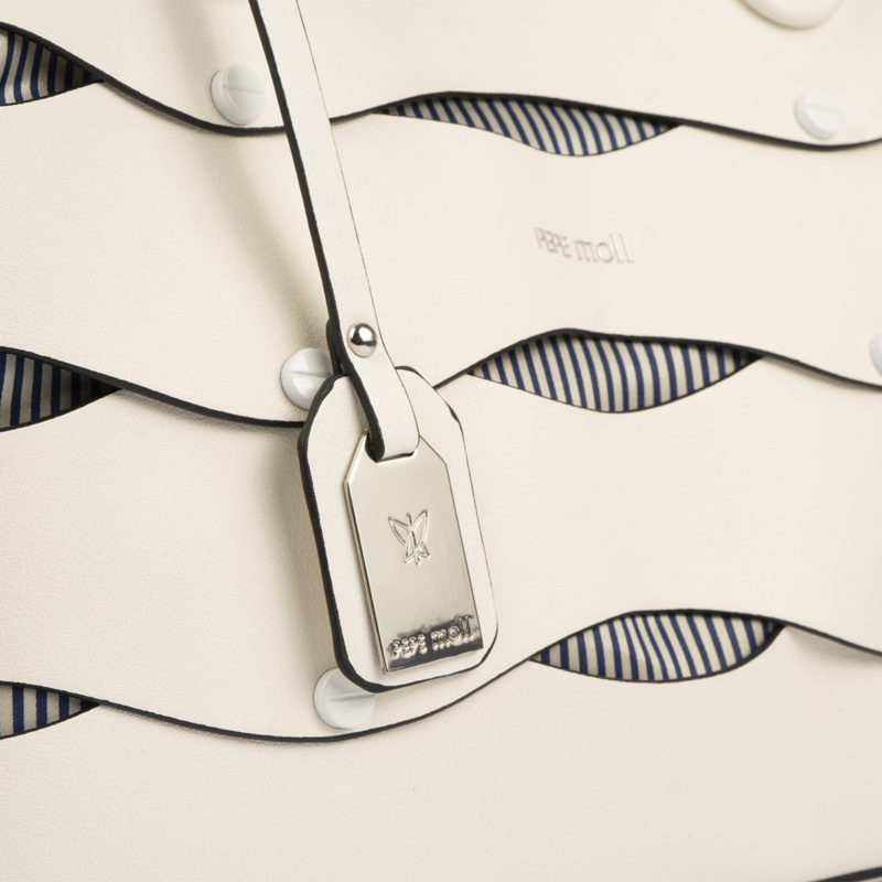 bolso de hombro en color blanco pepemoll 24121 detalle