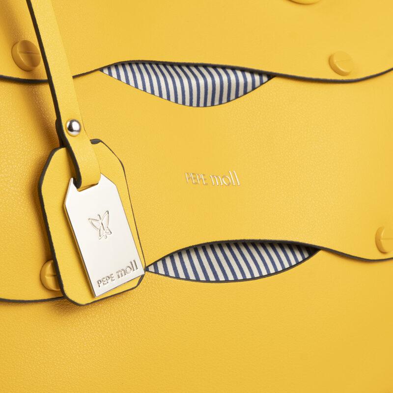 bolso de hombro en color amarillo pepemoll 24122 detalle