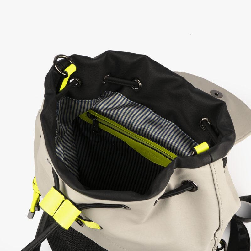 bolso mochila negro con tonos perla y detalles fluorescentes 35119 interior
