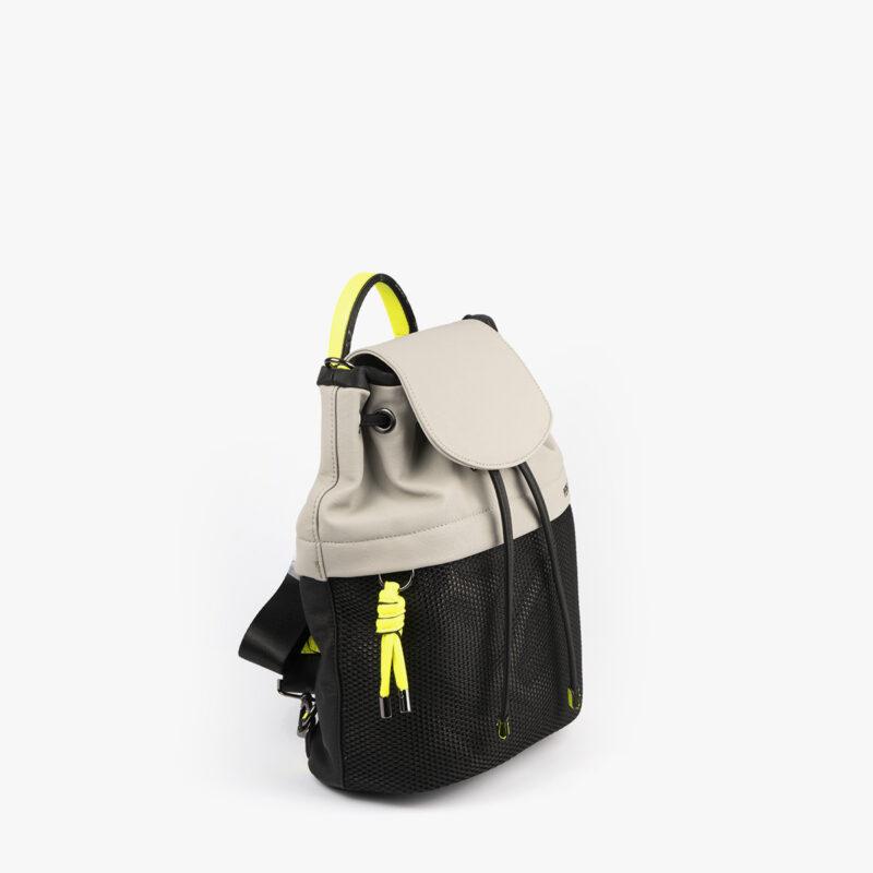 bolso mochila negro con tonos perla y detalles fluorescentes 35119 perfil