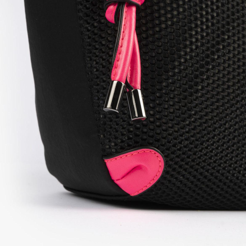 bolso de hombro 35120 negro con detalles rosa pepemoll