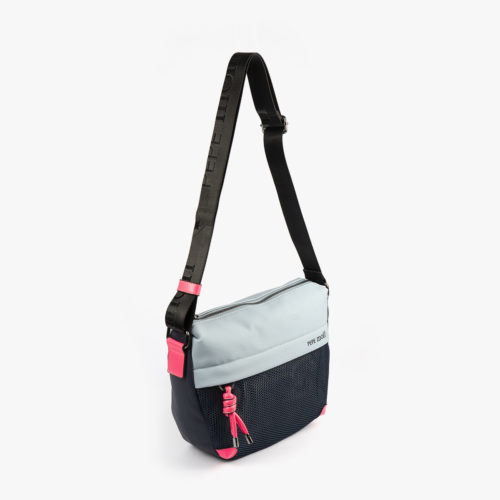 bolso de hombro 35120 negro y azul con detalles rosas pepemoll