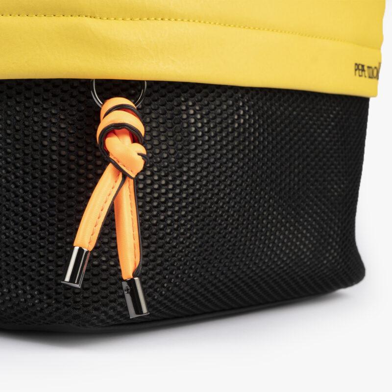 bolso bandolera negra con tonos color amarillo y detalles fluorescentes 35121 detalle