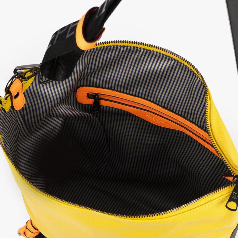 bolso bandolera negra con tonos color amarillo y detalles fluorescentes 35121 interior