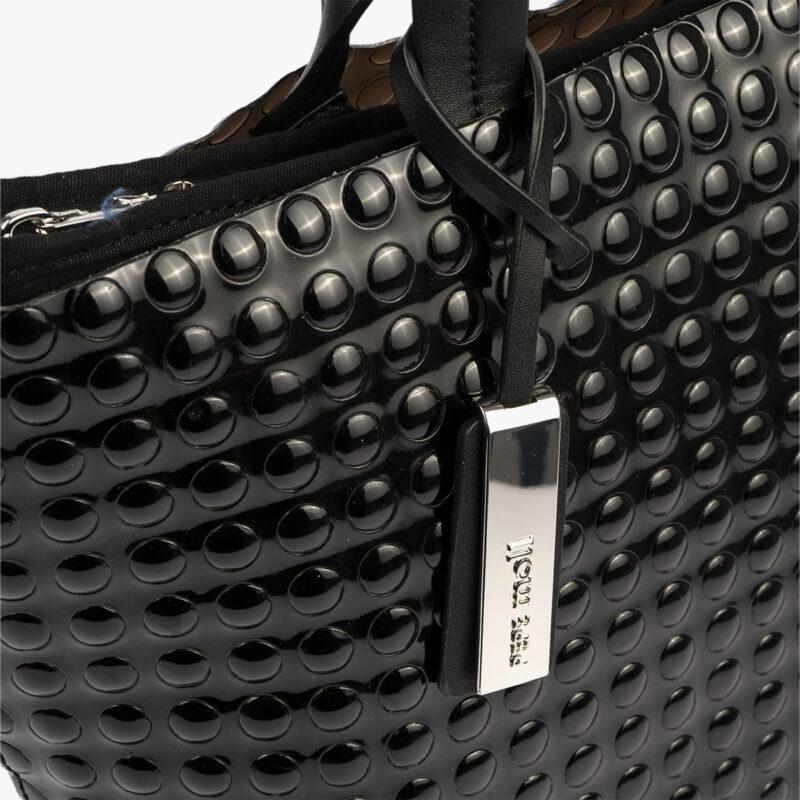 bolso de mano estilo bubble en color negro pepemoll 55048 detalle