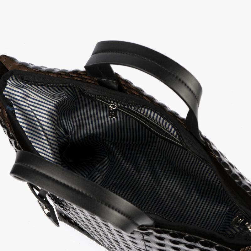 bolso de mano estilo bubble en color negro pepemoll 55048 interior